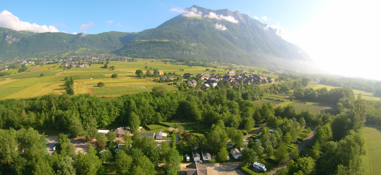 Camping in Savoie - Lake Carouge - Foto scattata da un drone